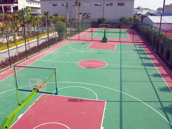 籃球場、網球場