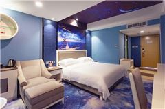 Theme Queen Room