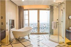 Castle River-view Suite