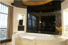 Castle Garden-view Suite