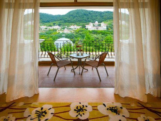 Garden Balcony Holiday Room