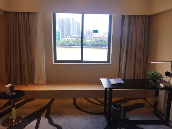 Elegant River-view Room