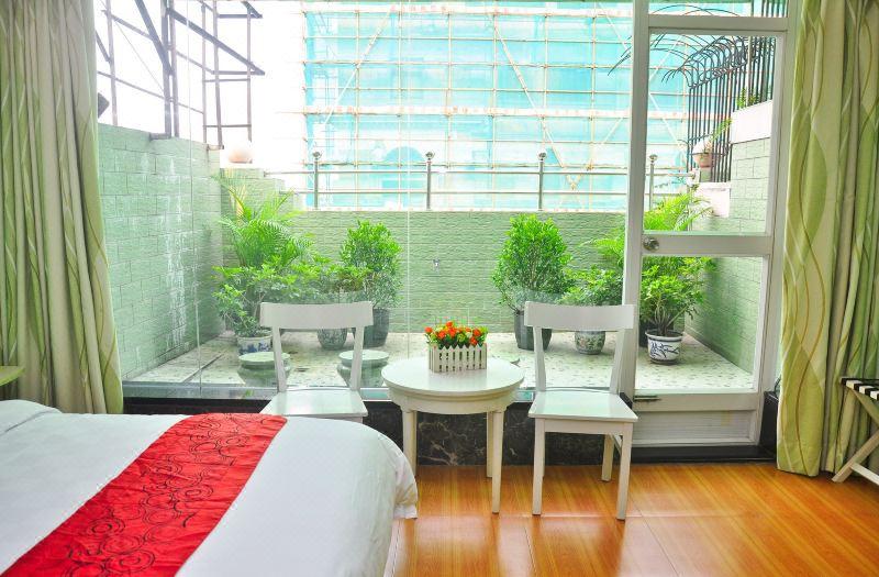 花园大床房