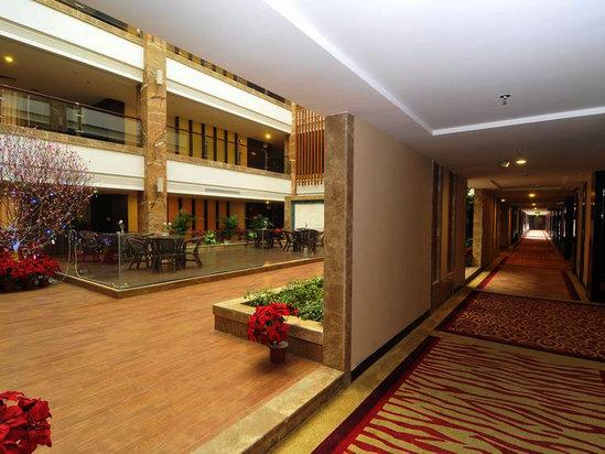 六樓中庭連走廊
