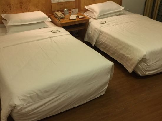 Super Deal Twin Room