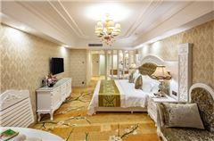 Elegant Lake-view Twin Room