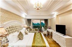 Elegant Lake-view Queen Room