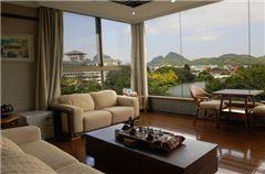 Lake-view Suite