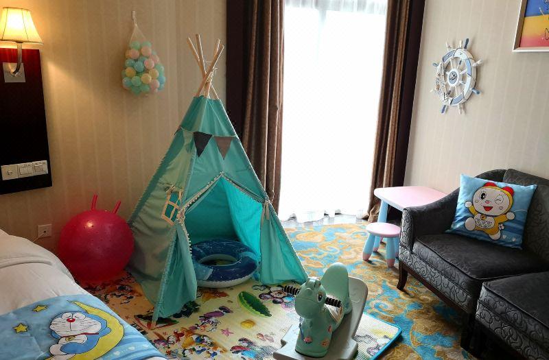 Poolside Family Room