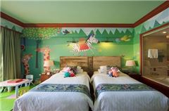 Forest Carnival Family Thematic Room