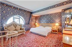 Multi-level Queen Suite