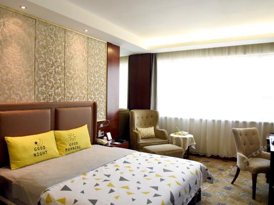 Guest Building Standard Queen Room
