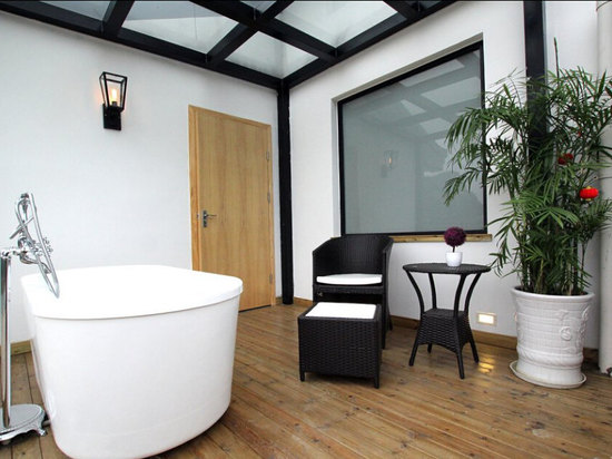 露台观景浴缸房