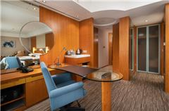 East Wing Deluxe Suite