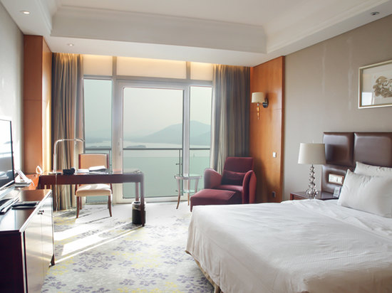 Executive Lake-view Room