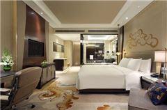 Deluxe Queen Room