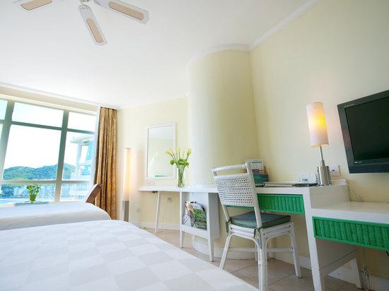 Elegant Ocean-view Room