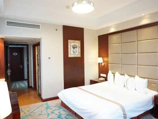 Comfort Queen Seaside Room