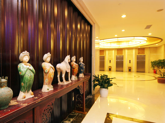 中餐厅电梯间