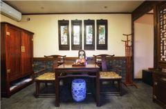 Courtyard Adobe Kang Room