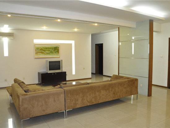 C座公寓楼三室一厅