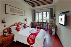 Courtyard-style Panoramic Queen Room