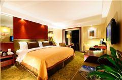 Deluxe Lake-view Balcony Queen Room