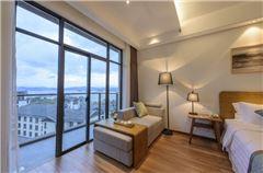 Manju Lake-view Queen Room