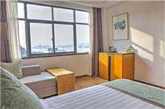 Manju Lake-view Twin Room