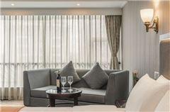 Villa A Delicate Queen Room