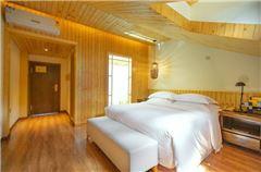 閣樓溫馨大床房