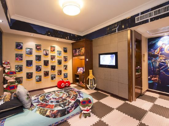 European style Family Thematic Suite