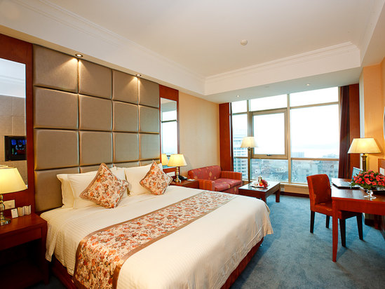 Lake-view Queen Room