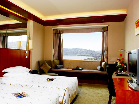 Executive Lake-view Twin Room
