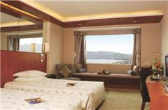 Business Lakeside-view Room