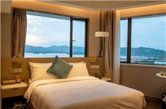 Exquisite Lake-view Room