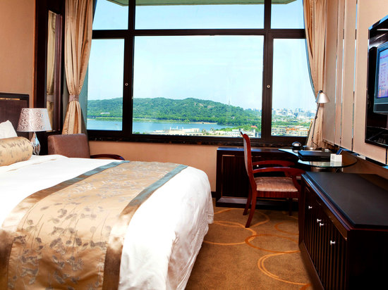 Lake-view Executive Room