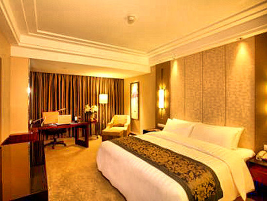 Crowne Plaza  Deluxe Queen Room