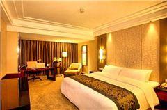Crowne Plaza  Deluxe Queen Room