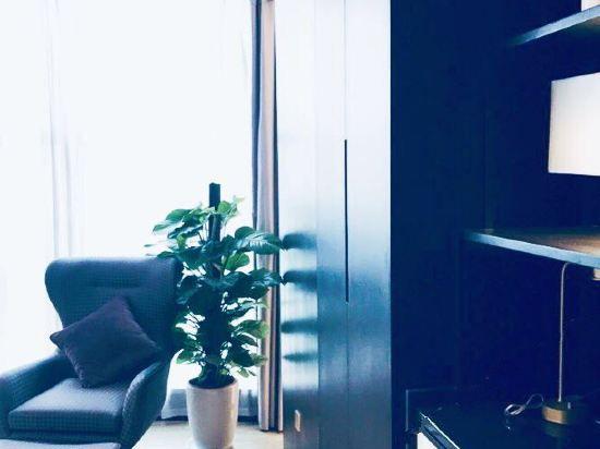 Executive Business Queen Room