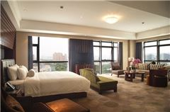 Deluxe Executive Lake-view Room