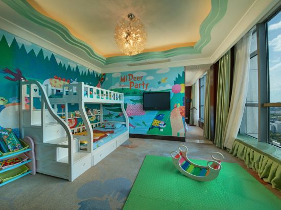 Forest Carnival Family Suite