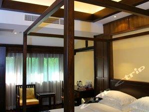 1.8 Queen Room