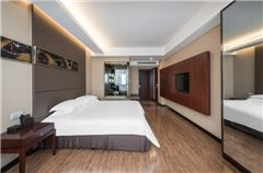 Deluxe Street-view Queen Room