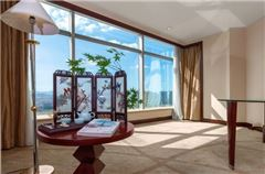 Deluxe Garden-view Queen Room