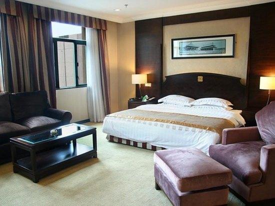 Superior Business Queen Room