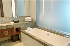 Two lake Panoramic Queen Room
