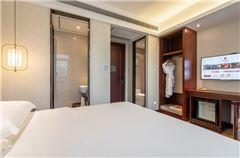 Man-select Queen Room