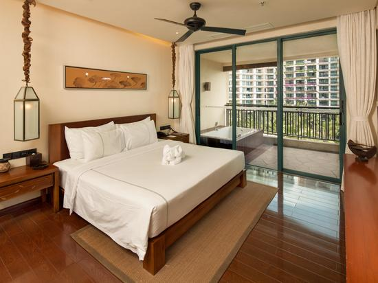 Ocean-view Two plus one Family Suite