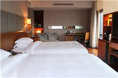 Yue Shanghai City-view Twin Room